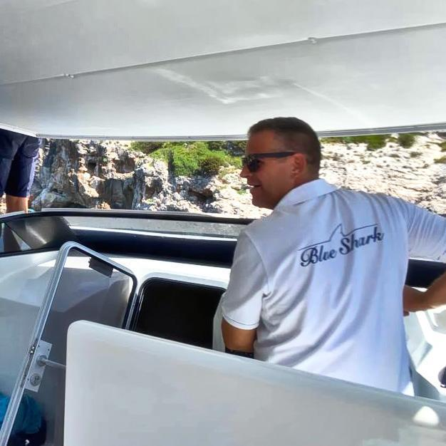Blue Shark Boat Tours & Transfers from split crew in action